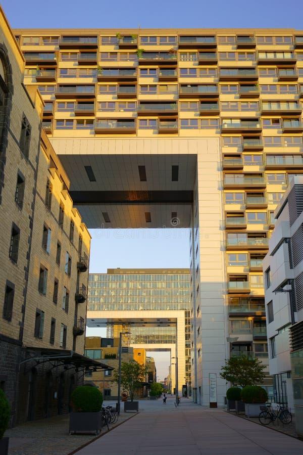 COLONIA, RENANIA SETTENTRIONALE-VESTFALIA, GERMANIA - 17 GIUGNO 2019: Casa della gru, struttura architettonica moderna fotografia stock libera da diritti