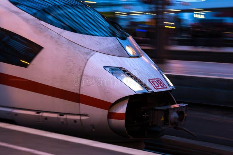 Colonia, Rin-Westfalia del norte/Alemania - 02 12 18: Tren del HIELO en el cologne Alemania foto de archivo libre de regalías