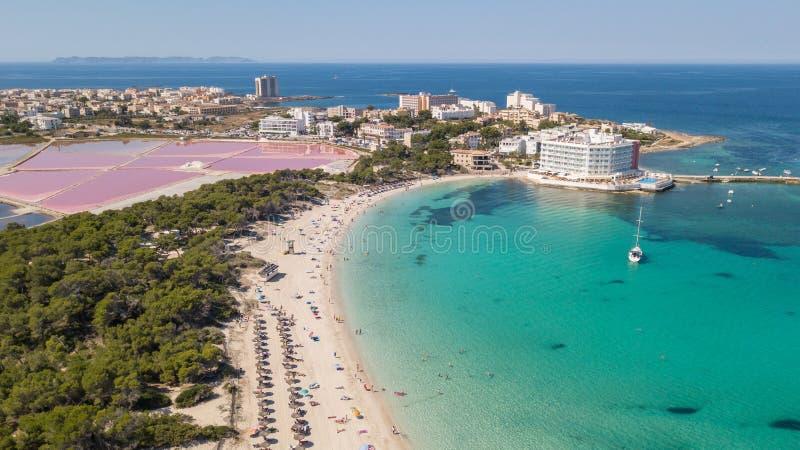 Colonia Sant Jorge, Mallorca Espa?a Paisaje a?reo del abej?n asombroso de la playa encantadora de Estanys Colores del Caribe foto de archivo