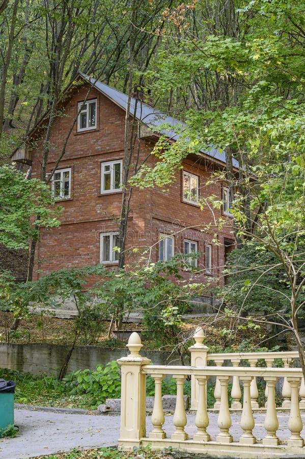 colonie de Gorny, Kraï de Krasnodar, Russie - 15 septembre 2019 : Déserts, temple et source de Théodosie Caucasienne Bâtiments photo stock