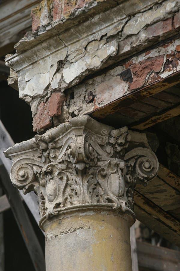 Colonna con lo stucco fotografia stock libera da diritti