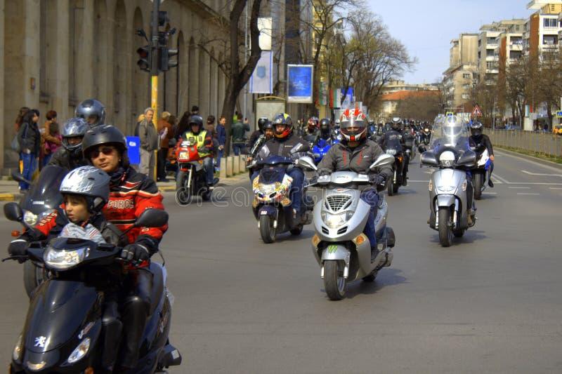 Colonna dei motociclisti sulla via di Varna, Bulgaria immagini stock libere da diritti