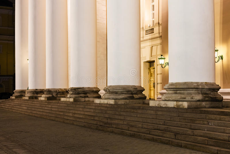 Colonna del teatro di Bolshoi sopra a Mosca immagini stock
