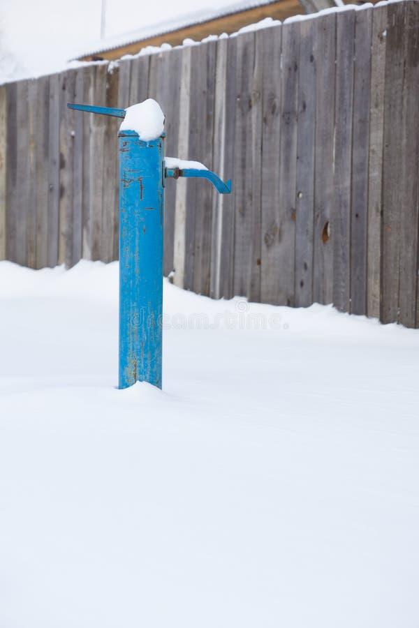 Colonna di acqua nella neve immagini stock libere da diritti