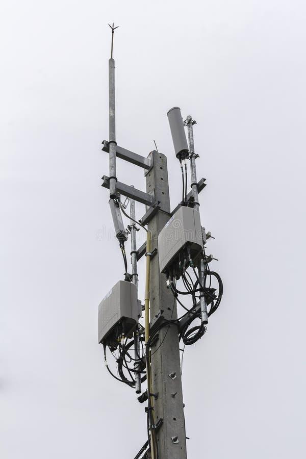Download Colonna Di Telecomunicazione Nella Sera Illustrazione di Stock - Illustrazione di internet, apparecchiatura: 56883818