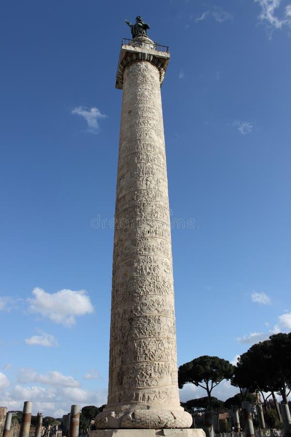 Colonna di Trajan a Roma fotografie stock