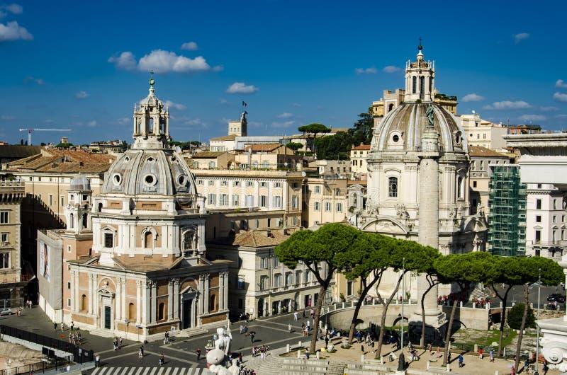Colonna Traiana, Chiesa del Santissimo Nome Di Maria al Foro Tra stock foto's