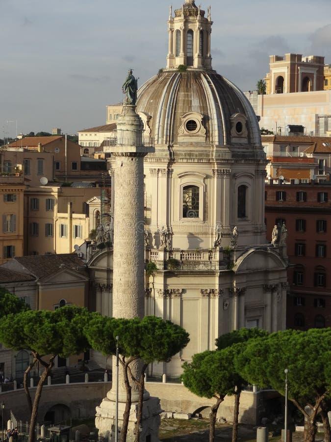 Colonna Traiana em Roma Italy fotos de stock royalty free