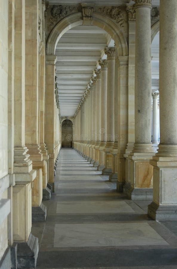 Download Colonnade fotografering för bildbyråer. Bild av revetment - 513695