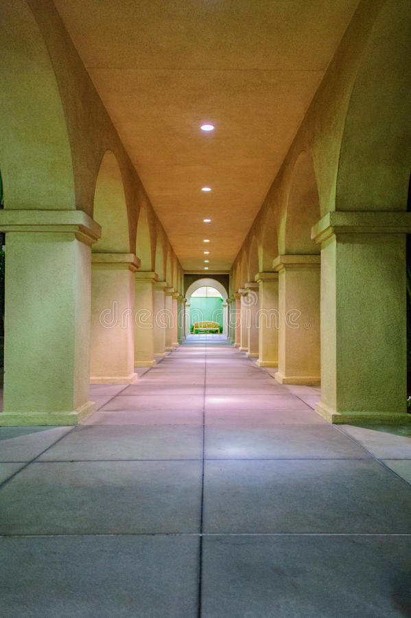 Colonnade & Bank - avond royalty-vrije stock afbeelding