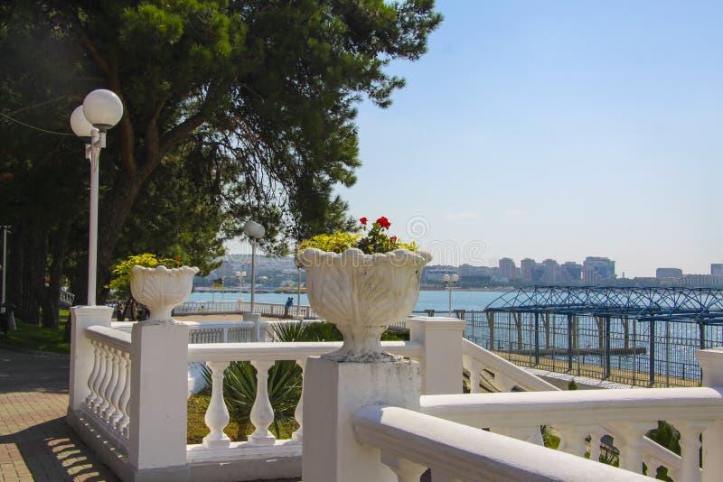 Colonnade bij de zeekust stock foto's