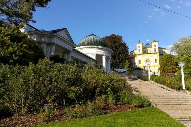 Colonnade van Caroline Spring op een heuvel royalty-vrije stock afbeelding