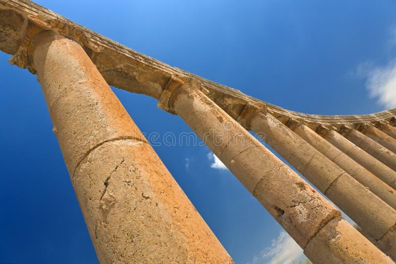 colonnadeforajerash fotografering för bildbyråer