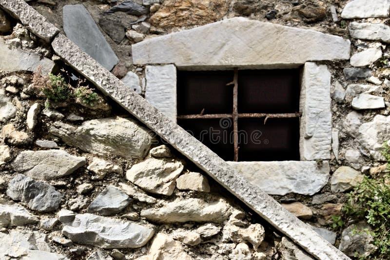 Colonnata, Carrara, Toscana El detalle de ventanas y de paredes hizo de fotografía de archivo libre de regalías