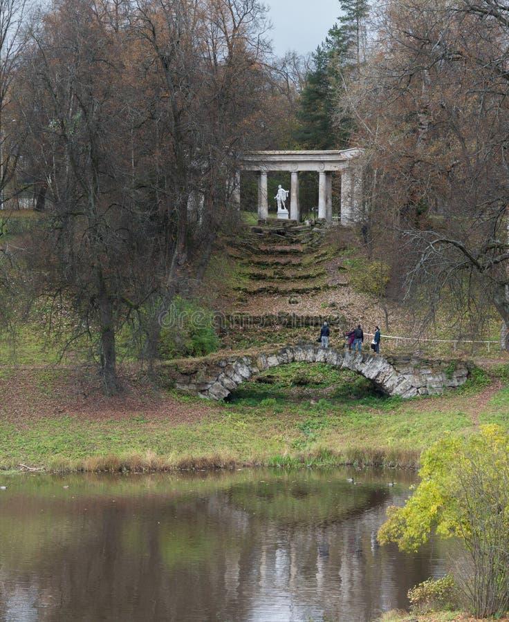 Colonnato di Apollo al parco di Pavlovsk in Pavlovsk, St Petersburg, Russia immagini stock libere da diritti