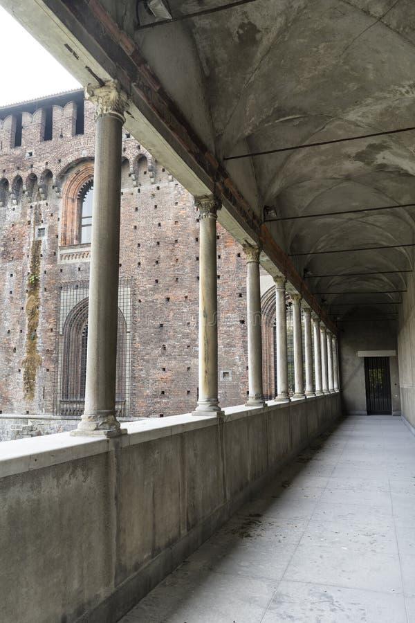 Colonnato di Castello Sforzesco a Milano fotografia stock libera da diritti