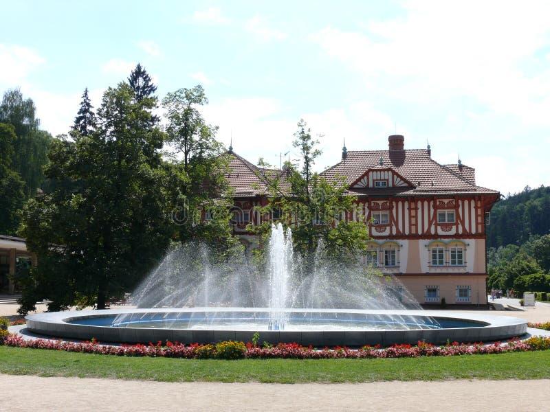 Colonnato di Luhacovice - fontana (LuhaÄovice) fotografie stock libere da diritti