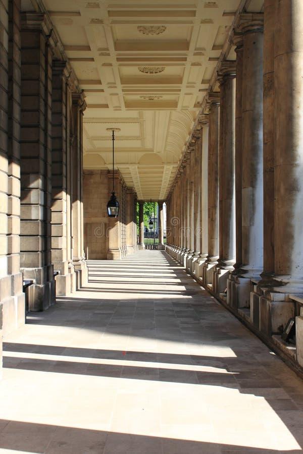 Colonnato di vecchio istituto universitario navale reale a Greenwich fotografia stock libera da diritti