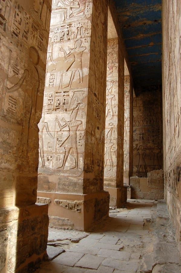 Colonnato a Medinet Habu, Luxor fotografie stock libere da diritti