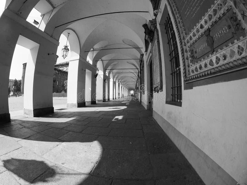 colonnato a Torino in bianco e nero immagine stock