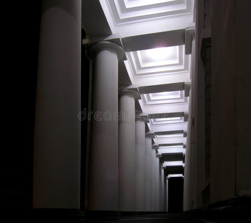 Download Colonne immagine stock. Immagine di città, bianco, geometry - 218761