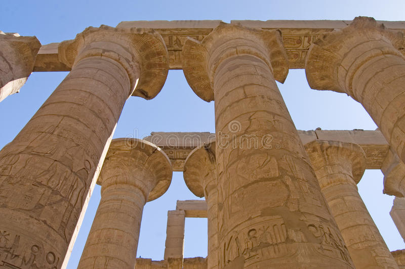 Colonne al tempiale di Karnak fotografia stock libera da diritti