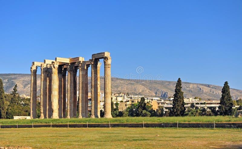 Colonne antiche del tempio di Zeus di olimpionico, città di Atene fotografia stock libera da diritti