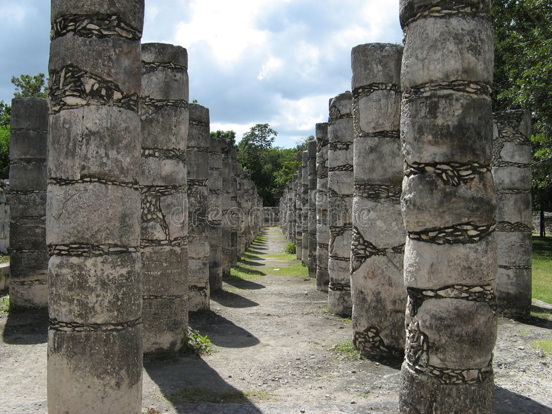 Download Colonne a Chizten Itza immagine stock. Immagine di yucatan - 3888205