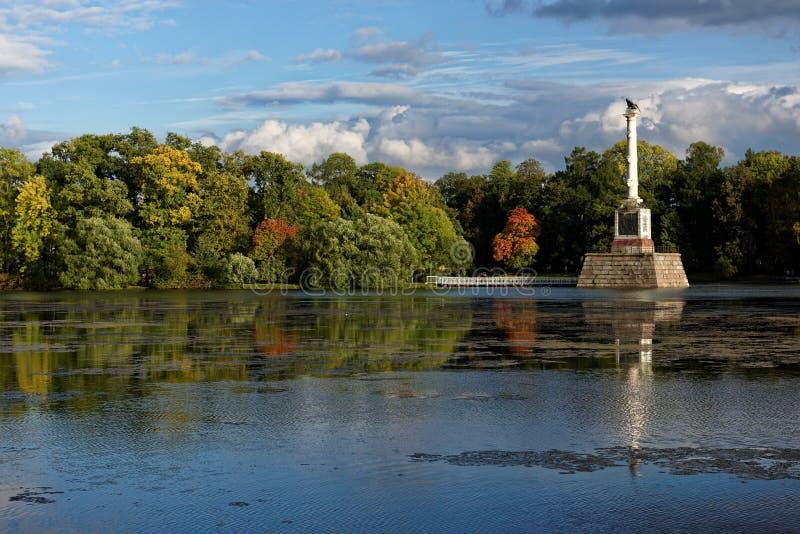 Colonne de Chesme en parc de Catherine, St Petersburg, Russie photographie stock