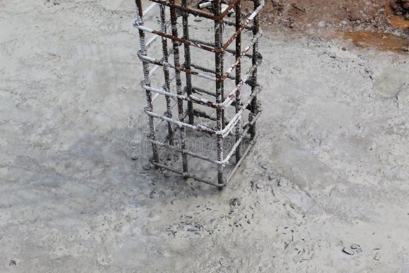 Colonne de la construction basse image stock