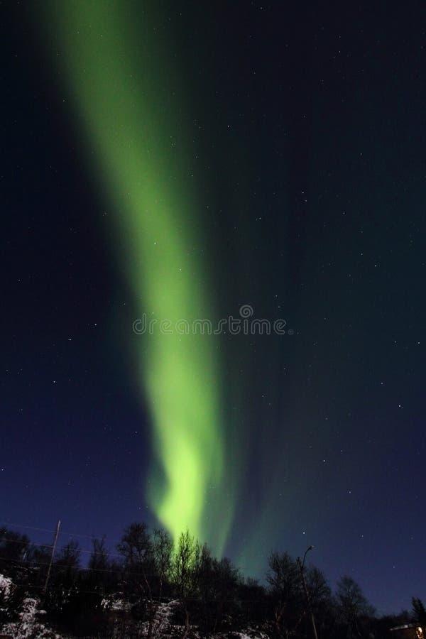 Colonne de lumière du nord au-dessus des collines de Hagskaret photographie stock
