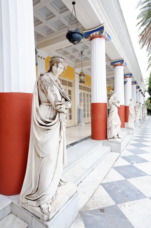 Colonne de Muses dans le palais d'Achillion image stock