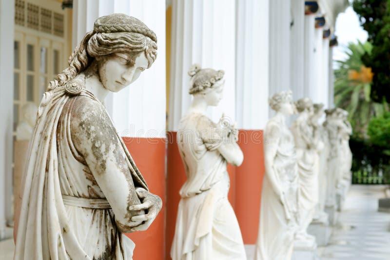 Colonne de Muses dans le palais d'Achillion photo libre de droits