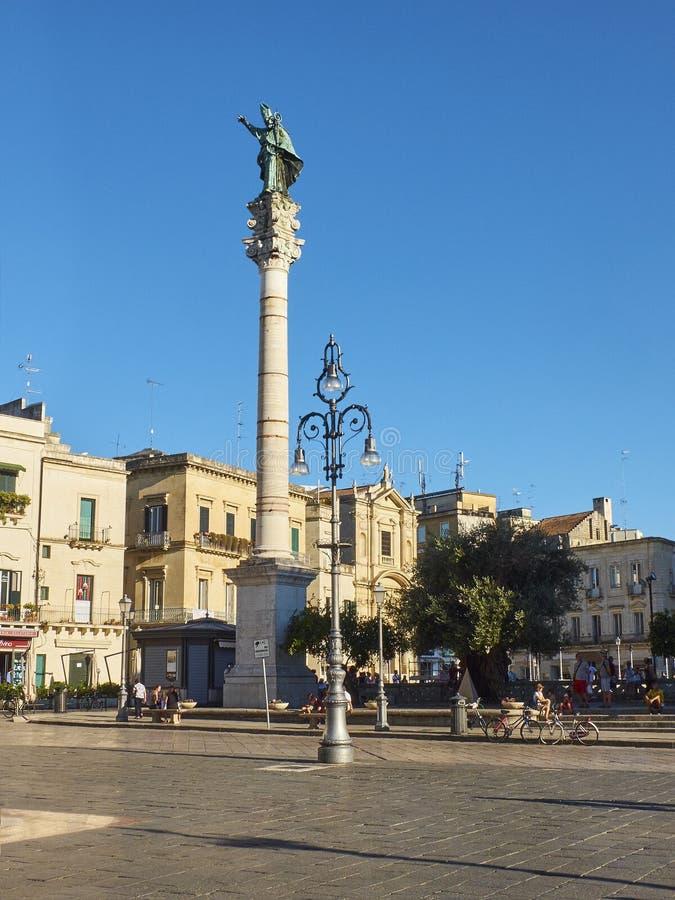 Colonne de Santo Oronzo dans la place de Piazza Santo Oronzo Lecce, Italie photos stock
