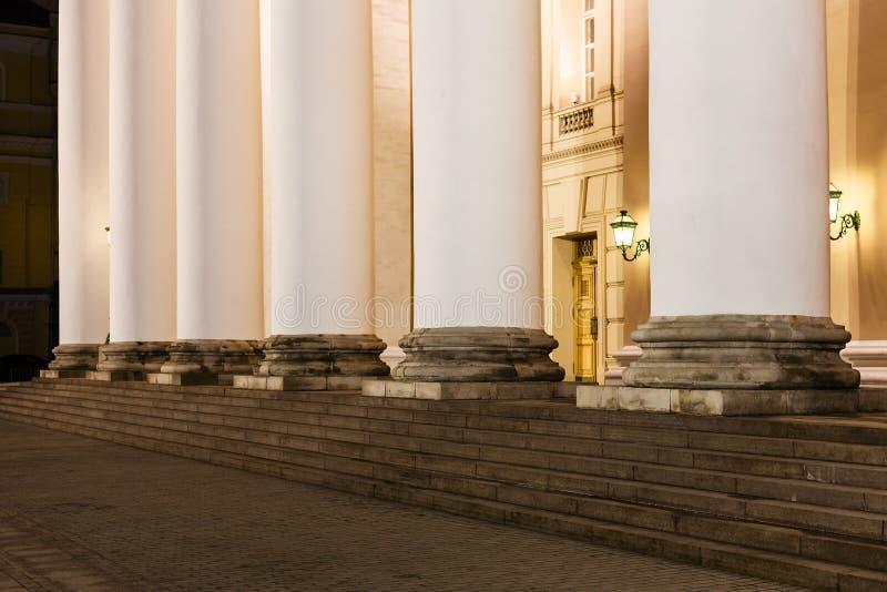 Colonne de théâtre de Bolshoi dessus à Moscou images stock