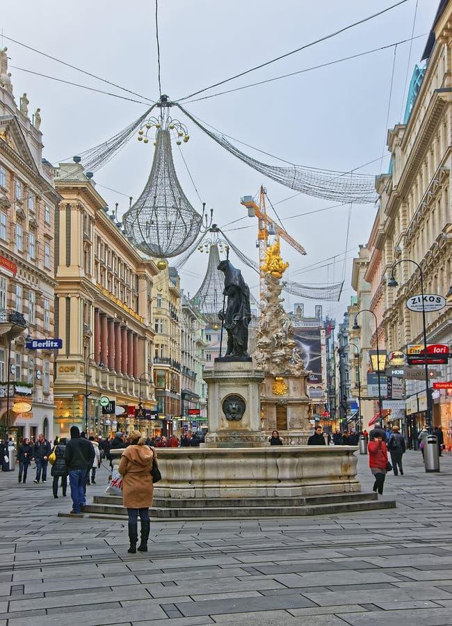 Colonne de trinité de rue et de trou de Graben à Vienne en Autriche avec images libres de droits