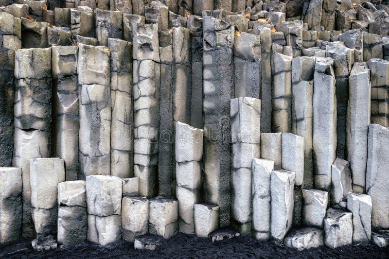 Colonne del basalto vicino a Vik, Islanda fotografia stock libera da diritti