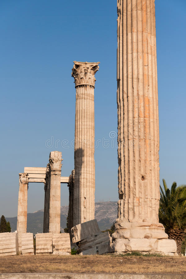 Colonne del Corinthian dell'olimpionico Zeus Temple fotografia stock libera da diritti
