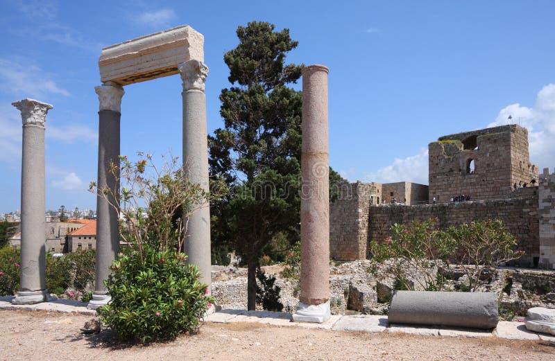 Colonne di Byblos e castello romani del crociato, Libano fotografia stock libera da diritti