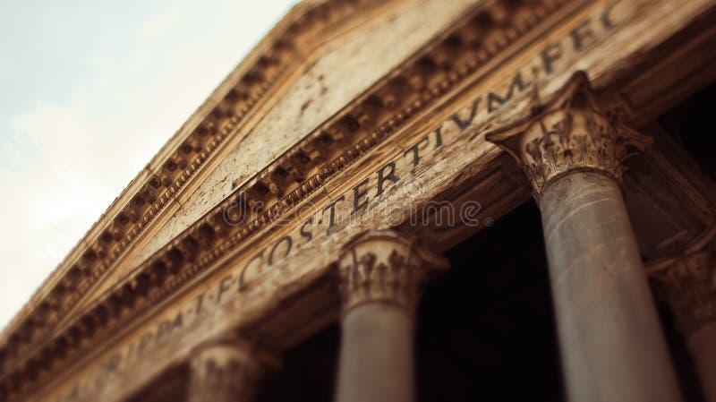 Colonne e facciata fronta del panteon fotografia stock