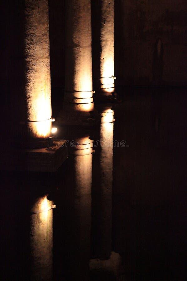 Colonne e riflessioni fotografie stock
