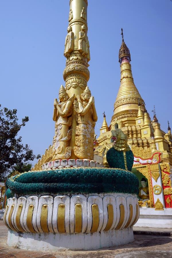 Colonne et stupa photo libre de droits