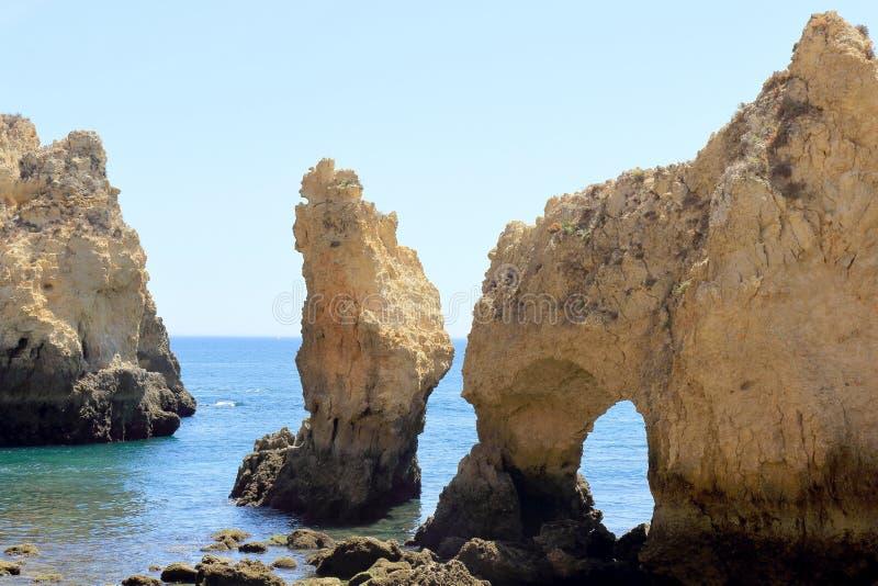 Colonne giganti del calcare al promontorio di Ponta Da Piedade immagine stock