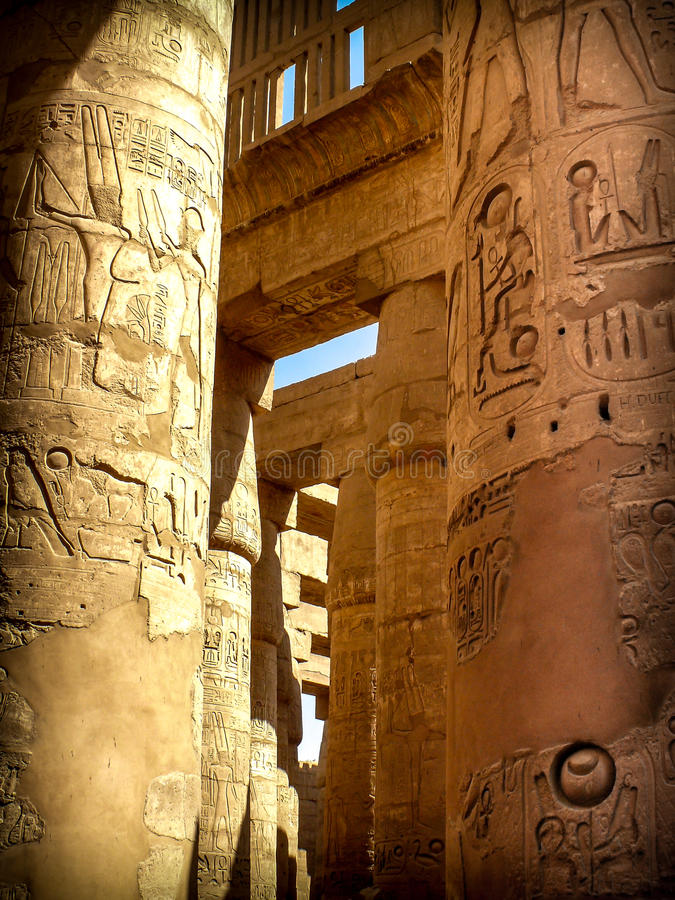Colonne nel Corridoio ipostilo al tempio di Karnak (Luxor, per esempio fotografia stock
