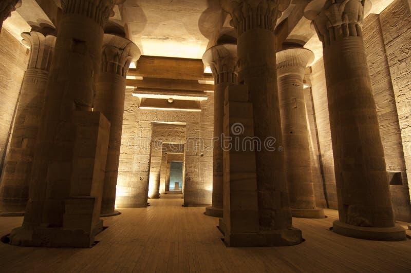 Colonne nel tempiale di ISIS a Philae a Aswan fotografia stock