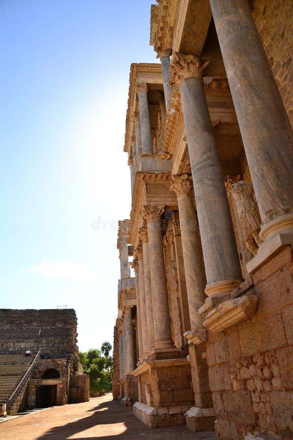 Colonne a Roman Theatre, Merida, Spagna fotografia stock libera da diritti
