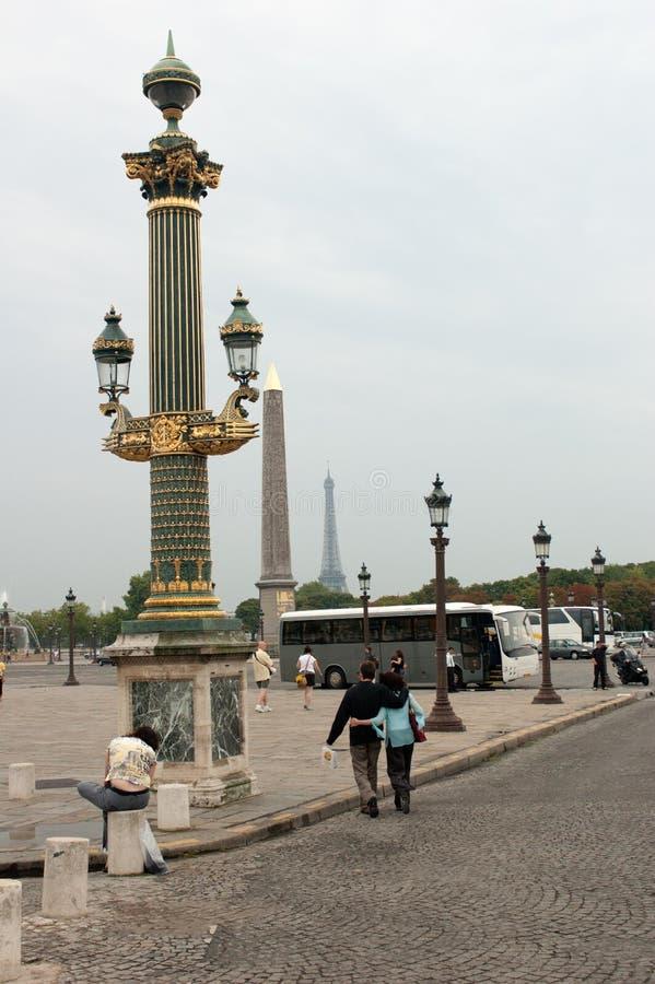 Colonne Rostrate op de Plaats DE La Concorde de de Luxor-Obelisk en Toren van Eiffel in Parijs, Frankrijk stock foto