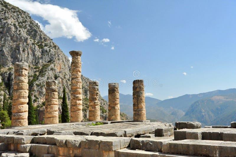 Colonne in rovine del tempio di Apollo, Delfi, Grecia immagine stock libera da diritti