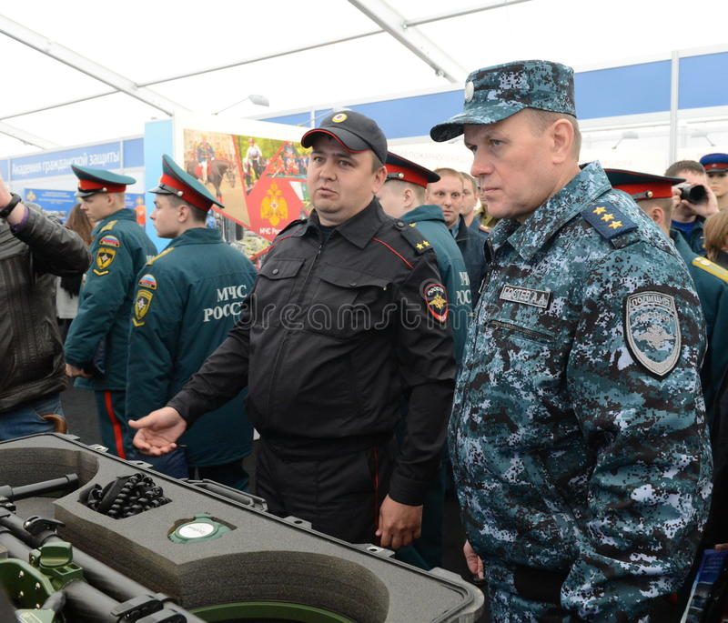 Colonnello-generale della polizia, delegato Minister dell'interno della Federazione Russa Arkady Gostev al salone internazionale immagine stock