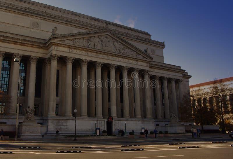 Colonnes à l'entrée avant du bâtiment national d'archives photos libres de droits